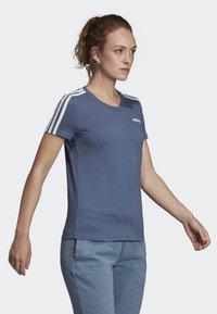 adidas Performance - ESSENTIALS 3-STRIPES T-SHIRT - T-shirt imprimé - blue - 3