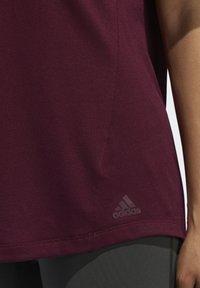 adidas Performance - ADIDAS X UNIVERSAL STANDARD PERFORMANCE T-SHIRT - Treningsskjorter - burgundy - 6