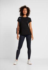 adidas Performance - ENGINEERED TEE - T-shirt z nadrukiem - black - 1