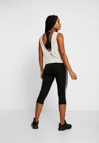 adidas Performance - GRAPHIC TANK - T-shirt de sport - off-white - 2