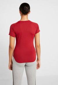 adidas Performance - FREELIFT  - T-shirt print - active maroon/black - 2