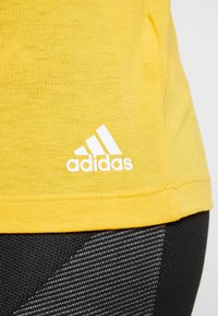 adidas Performance - 3S TEE - T-shirts print - active gold/white - 4
