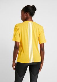 adidas Performance - 3S TEE - T-shirts print - active gold/white - 2