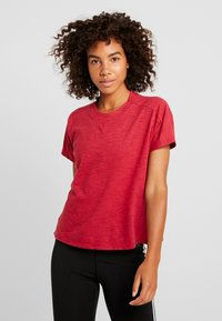 adidas Performance - ID WINN ATTEE - T-shirt con stampa - active maroon - 0
