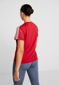 adidas Performance - T-shirts med print - active maroon - 2