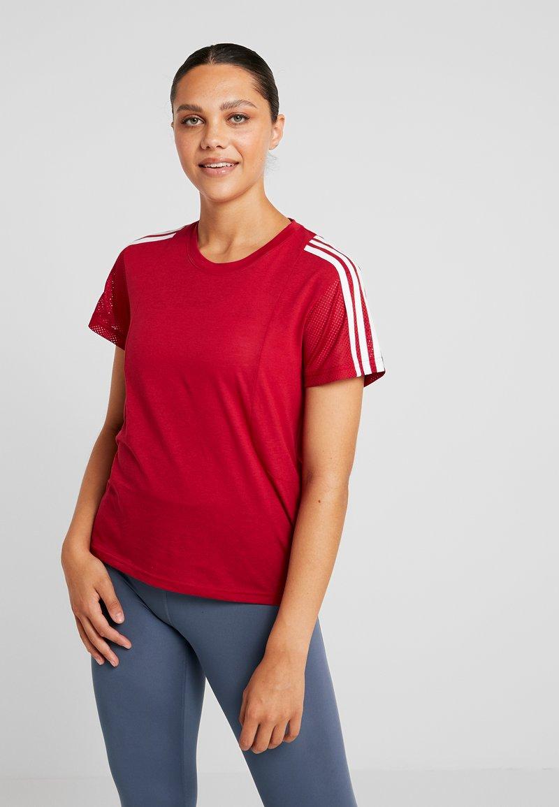 adidas Performance - T-shirts med print - active maroon
