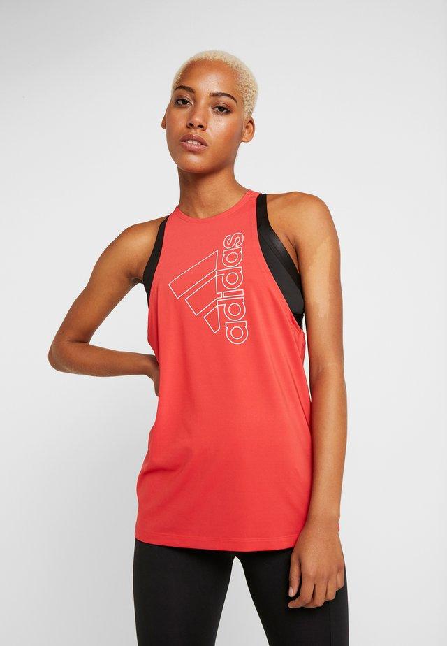 TECH BOS TANK - Camiseta de deporte - glow red/white