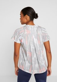 adidas Performance - TEE - T-shirts med print - white/medium grey/glow pink - 2