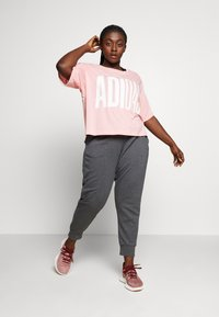 adidas Performance - TEE - T-shirts med print - glow pink - 1