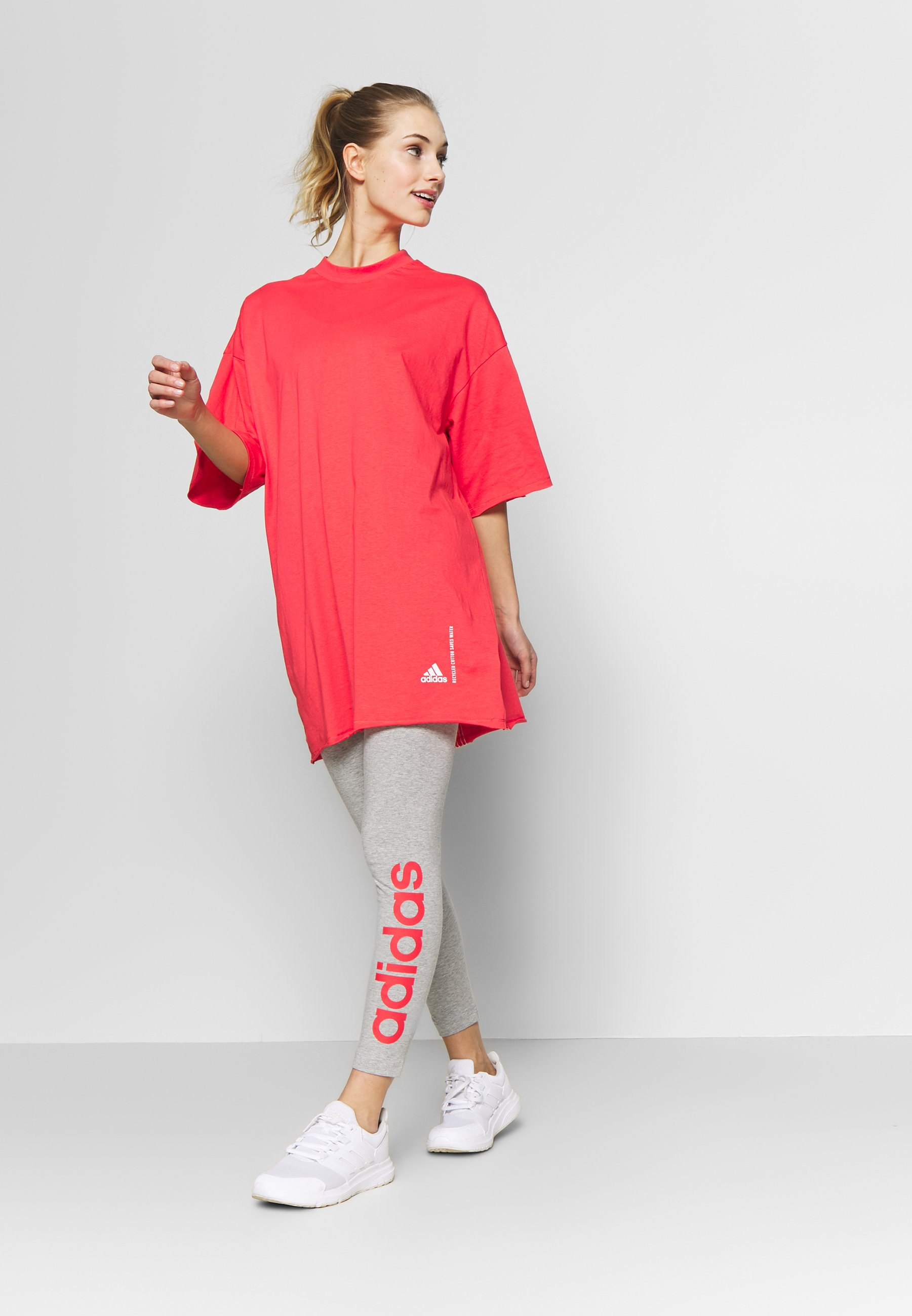 adidas Performance TEE - T-shirt z nadrukiem - pink
