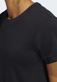 adidas Performance - GO-TO T-SHIRT - T-shirt z nadrukiem - black - 4