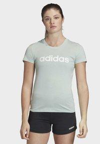 adidas Performance - ESSENTIALS LINEAR T-SHIRT - T-shirt z nadrukiem - green/white - 0