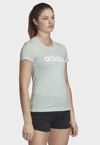 adidas Performance - ESSENTIALS LINEAR T-SHIRT - T-shirt z nadrukiem - green/white - 3