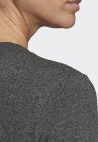 adidas Performance - ESSENTIALS LINEAR T-SHIRT - T-shirts med print - grey - 5