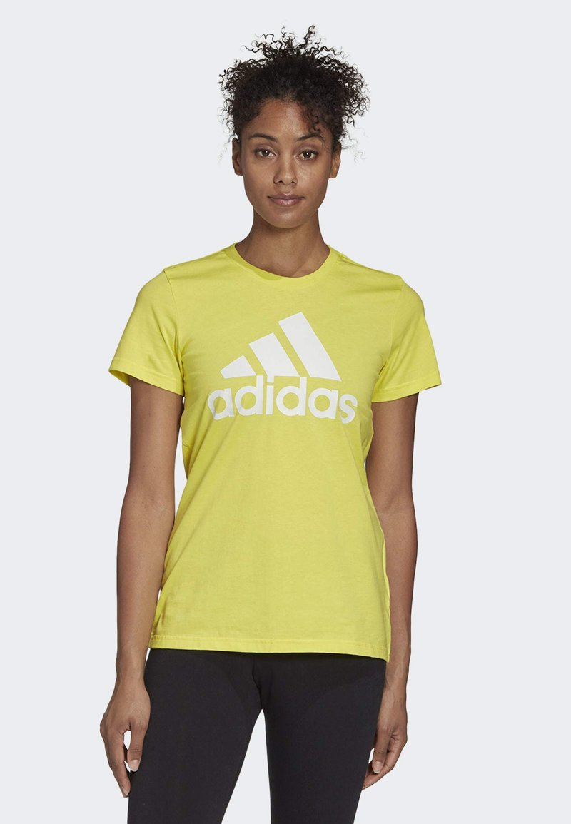 adidas Performance - MUST HAVES BADGE OF SPORT T-SHIRT - T-shirt con stampa - yellow