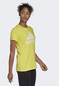 adidas Performance - MUST HAVES BADGE OF SPORT T-SHIRT - T-shirt con stampa - yellow - 2
