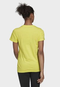 adidas Performance - MUST HAVES BADGE OF SPORT T-SHIRT - T-shirt con stampa - yellow - 1