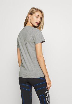 UNIVVOL TEE - Print T-shirt - grey