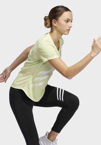 adidas Performance - RUN IT 3-STRIPES FAST T-SHIRT - T-shirt con stampa - yellow - 1