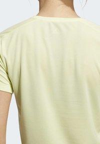 adidas Performance - RUN IT 3-STRIPES FAST T-SHIRT - T-shirt con stampa - yellow - 5
