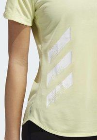 adidas Performance - RUN IT 3-STRIPES FAST T-SHIRT - T-shirt con stampa - yellow - 7