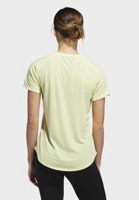 adidas Performance - RUN IT 3-STRIPES FAST T-SHIRT - T-shirt con stampa - yellow - 2