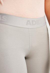 adidas Performance - 3/4 sportbroek - solid grey - 5