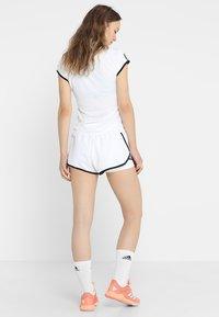 adidas Performance - CLUB SHORT - Träningsshorts - white/black - 2