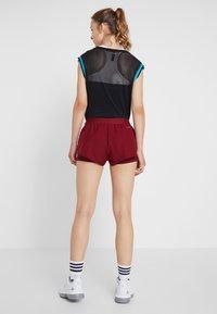 adidas Performance - CLUB SHORT - Träningsshorts - burgunder - 2