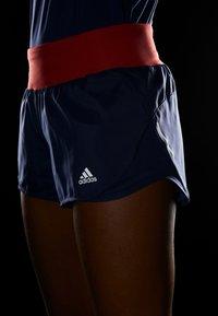 adidas Performance - RESPONSE CLIMALITE RUNNING SPORT 1/4 SHORTS - Krótkie spodenki sportowe - tecind/glored - 4