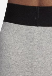 adidas Performance - MUST HAVES BADGE OF SPORT LEGGINGS - Medias - grey - 5