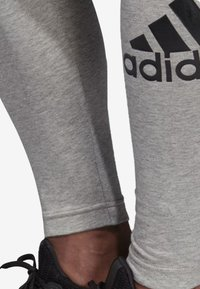 adidas Performance - MUST HAVES BADGE OF SPORT LEGGINGS - Tights - grey - 4
