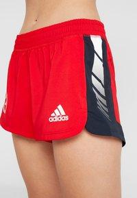 adidas Performance - SPORT CLIMALITE WORKOUT GRAPHIC SHORTS - Korte broeken - scarlet - 4