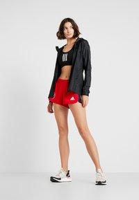adidas Performance - SPORT CLIMALITE WORKOUT GRAPHIC SHORTS - Pantalón corto de deporte - scarlet - 1