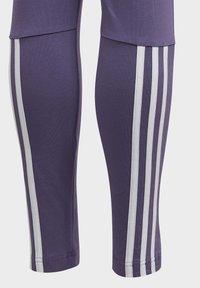 adidas Performance - MUST HAVES 3-STRIPES LEGGINGS - Tracksuit bottoms - tech purple - 4