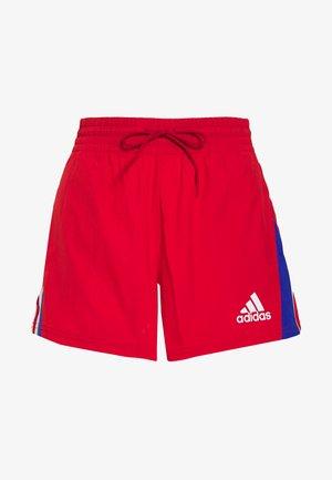 SHORT - Krótkie spodenki sportowe - scarlet