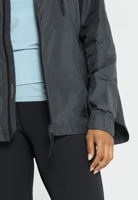 adidas Performance - URBAN CLIMASTORM WINDBREAKER - Vindjakke - carbon - 5