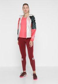 adidas Performance - Větrovka - raw white/legend ivy/prism pink - 1