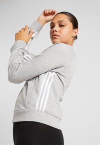 adidas Performance - Trainingsvest - medium grey heather/white
