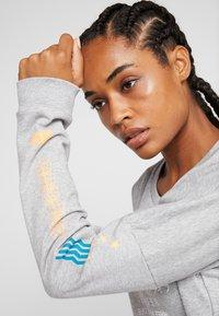 adidas Performance - GLOBAL CREW - Sweatshirt - medium grey heather - 3
