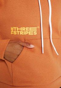 adidas Performance - Jersey con capucha - copper - 6