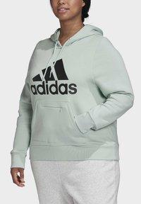 adidas Performance - BADGE OF SPORT HOODIE FLEECE HOODIE (PLUS SIZE) - Hoodie - green - 4