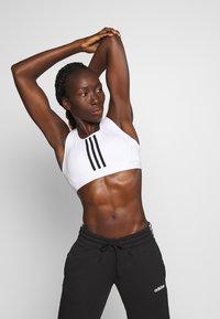 adidas Performance - DESIGNED4TRAINING WORKOUT BRA MEDIUM SUPPORT - Sportovní podprsenka - white/black - 0