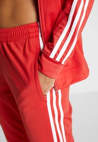 adidas Performance - ESSENTIALS 3STRIPES SPORT TRACKSUIT - Chándal - glow red - 7