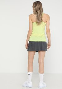 adidas Performance - SKIRT - Gonna sportivo - grey six/show red - 2