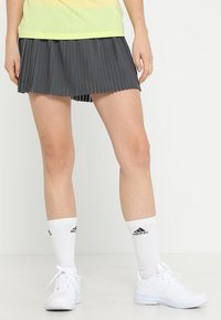 adidas Performance - SKIRT - Gonna sportivo - grey six/show red - 0
