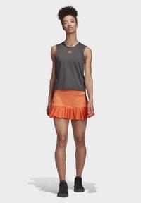 adidas Performance - PRIMEBLUE MATCH SKIRT - Sports skirt - orange - 1