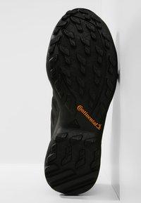 adidas Performance - TERREX SWIFT R2 GORE-TEX - Zapatillas de senderismo - black - 4