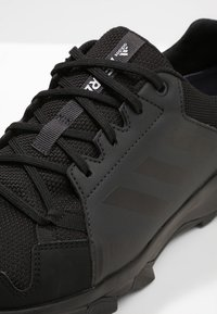 adidas Performance - TERREX TRACEROCKER GORE TEX TRAIL RUNNING SHOES - Hiking shoes - core black/carbon - 5