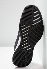 adidas Performance - CRAZYTRAIN LT M - Træningssko - grey five/core black/grey two - 4